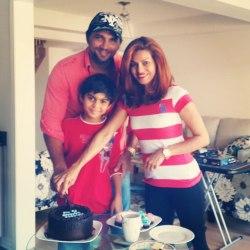 چتان هانسراج - ادهم خان - به همراه همسر و فرزندش