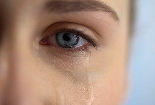 مطالعات تایید می کنند که گریه برای سلامتی شما مفید است