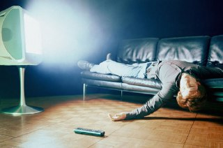 آیا خوابیدن جلوی تلویزیون روشن بد است؟